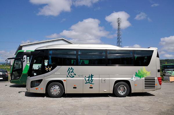 中型バス 横