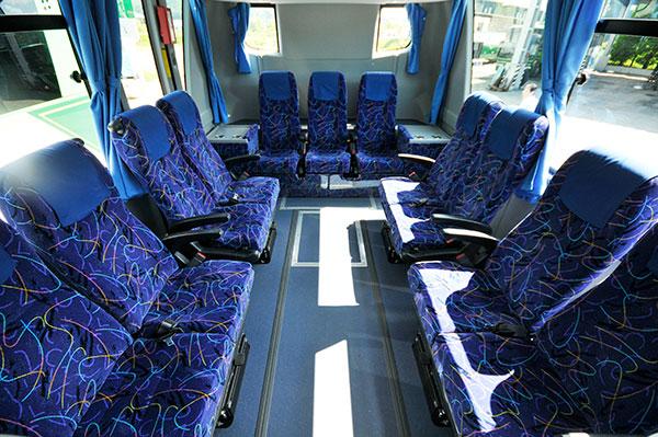 中型バス サロン客室